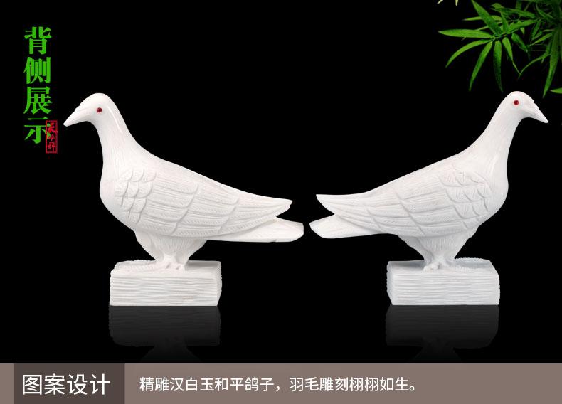 精雕汉白玉红玛瑙眼睛鸽子背侧展示