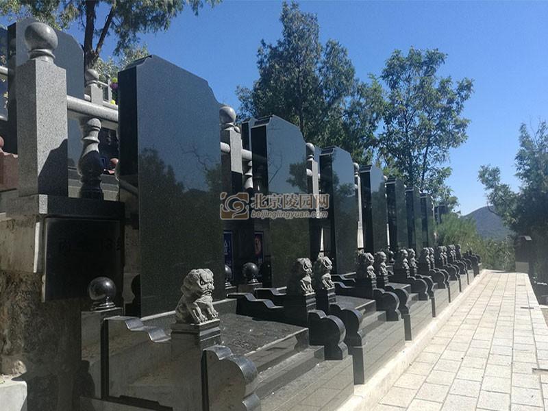 温泉墓园青石碑