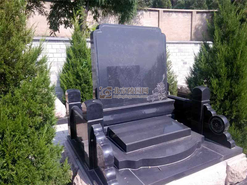 温泉墓园家庭和睦碑