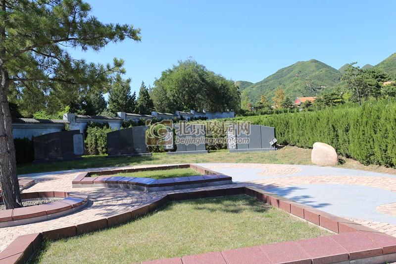 天寿陵园和煦园C区花坛葬