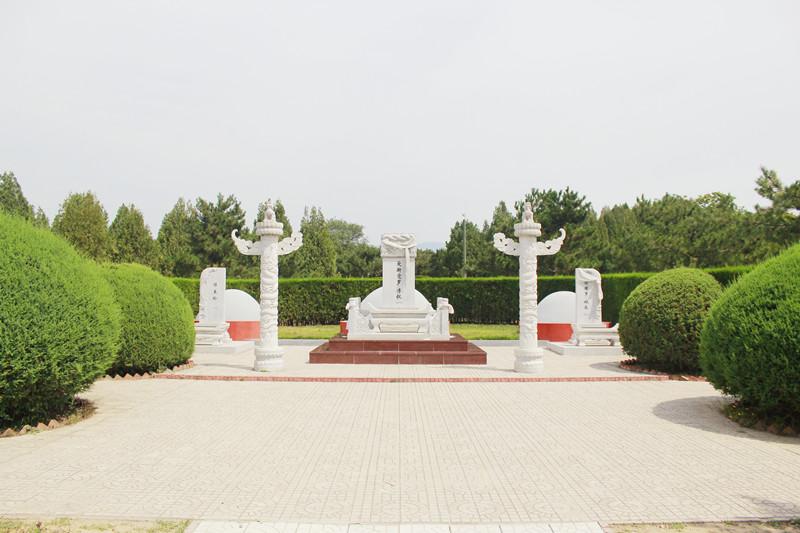 华龙皇家陵园爱新觉罗溥仪墓