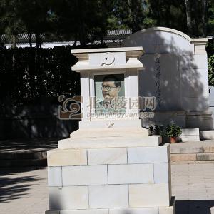 标准墓区同志碑
