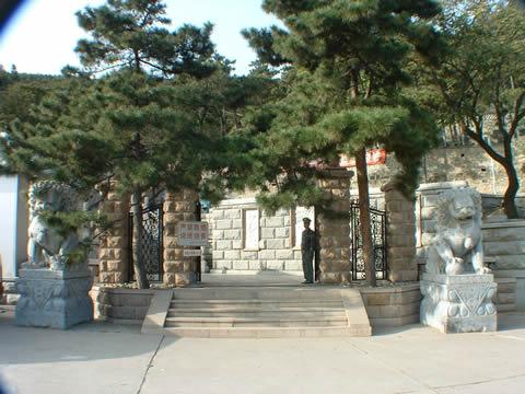 金山陵园墓区门口