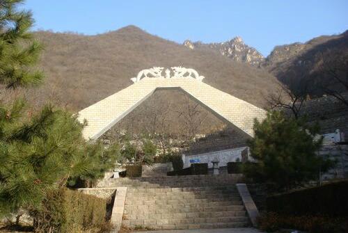 九公山长城纪念林(陵园)大门