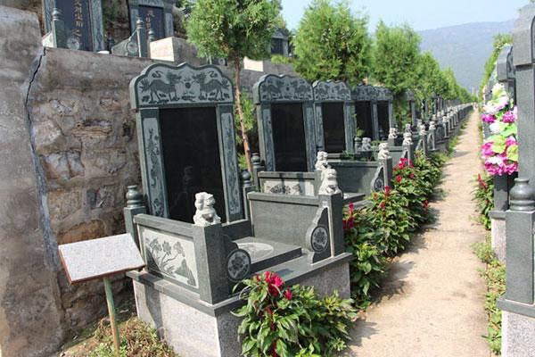归山陵园墓区展示