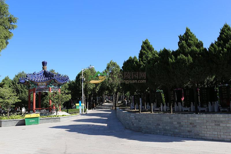 八宝山人民公墓环境