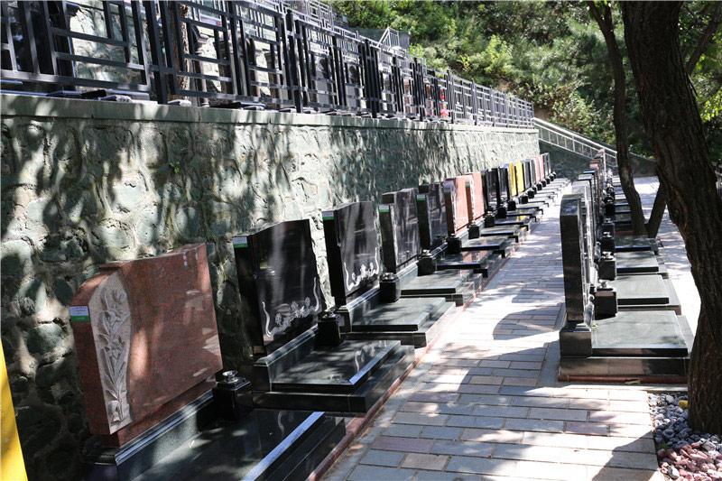 八达岭陵园立碑展示