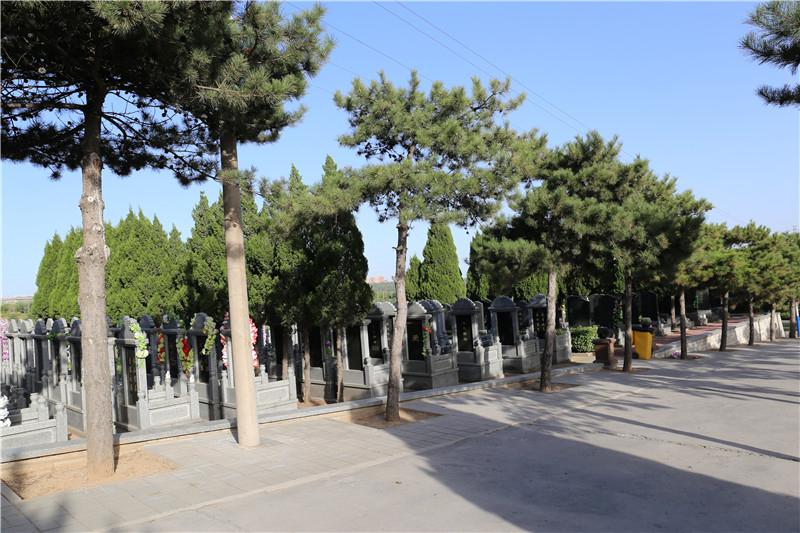 太子峪陵园传统立碑
