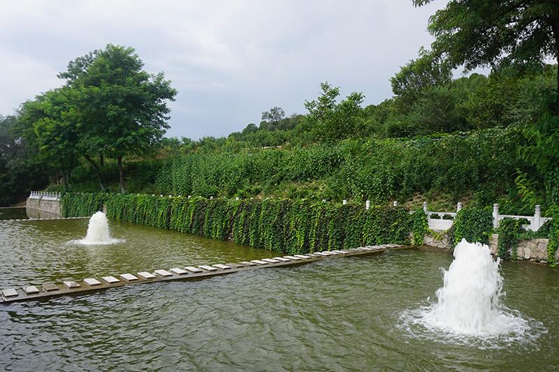 十三陵景仰园玉带河景观