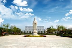 玉佛寺寝宫雕塑